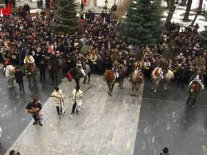 Peste 10.000 de spectatori la parada obiceiurilor de iarnă din Suceava