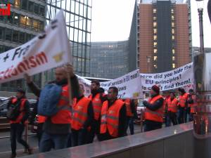 Transportatorii de mărfuri din Suceava au protestat ieri în faţa Parlamentului European