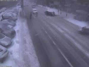 Patru oameni aflaţi pe trecerea de pietoni, loviţi de o maşină pe  pe bulevardul George Enescu