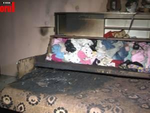 Doi frățiori în stare gravă, cu arsuri şi intoxicați cu fum, după un incendiu