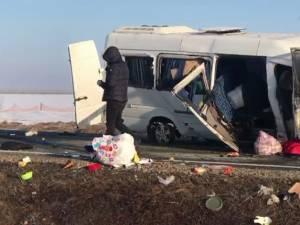 Doi morţi şi şapte răniţi după ce un microbuz şi o autoutilitară s-au ciocnit la Sasca Nouă