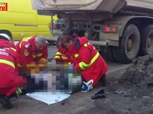 O bătrână a murit călcată de o autobasculantă la o trecere de pietoni
