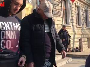 Violatorul care a atacat femei pe străzile Sucevei nu a avut nimic de spus pe scările Tribunalului