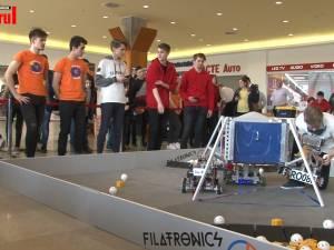 Confruntări captivante între roboţi construiţi cap-coadă de liceeni, la etajul Iulius Mall