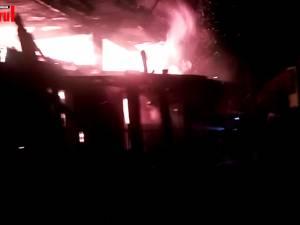 O gospodărie din Vama a fost afectată de un puternic incendiu