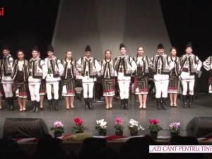 """Spectacol muzical-coregrafic susţinut de elevi ai Şcolii de Arte """"Ion Irimescu"""" Suceava"""