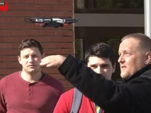 """Demonstrații de zbor cu drone inteligente, în campusul Universității """"Ștefan cel Mare"""""""