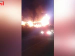 O casă a fost distrusă de flăcări, într-un incendiu izbucnit sâmbătă seara, la Burdujeni- Sat