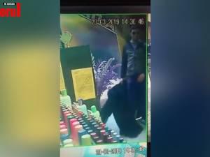 Haine de piele şi blănuri scumpe, furate dintr-un magazin de la Iulius Mall