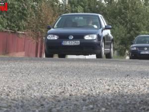 Drumul naţional Suceava-Dorohoi se prezintă prost după tratamentul cu piatră concasată de anul trecut