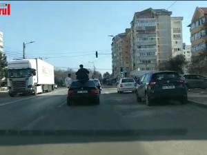 La plimbare pe străzile din Suceava prin turela şi geamul BMW-ului