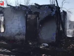 Bărbat găsit carbonizat în casa care i-a luat foc