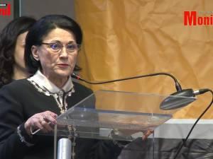 Discursul Ecaterinei Andronescu, întrerupt de aplauze ironice ale olimpicilor de la informatică