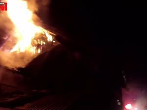 Un incendiu izbucnit marţi seara a afectat grav casa unei familii cu cinci copii din Burdujeni