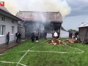 Incendiu la o șură lovită de trăsnet, la Moara