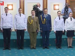 Cei trei elevi militari admişi în SUA au fost felicitaţi de ministrul Apărării Naţionale
