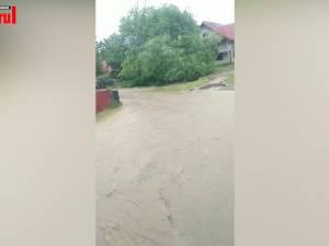 Mai multe curţi din Marginea şi Clit au fost inundate