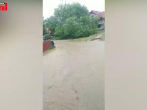 Ploile au creat probleme serioase la Marginea, Clit şi Suceviţa