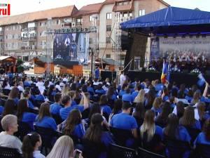 Absolvenţii promoţiei 2019, de la Universitatea din Suceava, au fost celebraţi în centrul municipiului