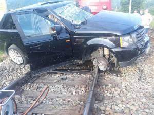 Un autoturism a fost lovit în plin de trenul Iași-Timișoara la Câmpulung Moldovenesc