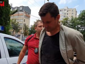 Individul care a băgat groaza în turiştii care circulau cu mocăniţa de la Moldoviţa a fost reţinut pentru 24 de ore