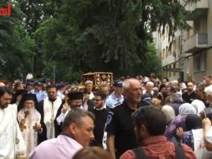 La cei 90 de ani ai săi, ÎPS Pimen, Arhiepiscopul Sucevei şi Rădăuţilor, a parcurs pe jos tot traseul procesiunii cu moaştele Sfântului Ioan cel Nou de la Suceava