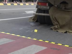 Bărbat strivit sub roţile unei autobasculante pe trecerea de pietoni, într-un accident ca-n filmele de groază