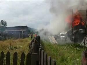 Doua  case şi o maşina distruse în incendii