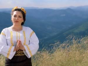 """""""Românie, draga mea"""", cea mai recentă piesă lansată de artista Laura Olteanu, dedicată românilor de pretutindeni"""