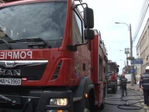 Clipe de panică și oameni evacuați, după un incendiu la o cizmărie din Suceava