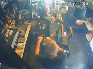 Patronul unui bar oferă recompensă pentru prinderea unui hoţ