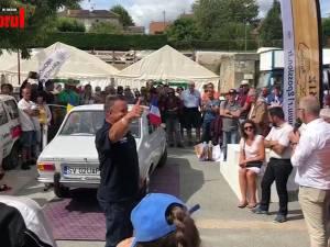 """Suceveanul Dănuţ Crainiciuc a obţinut titlul """"Best of show"""" cu Dacia sa la jubileul Renault 12 din Franţa"""