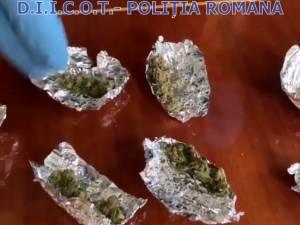 Opt indivizi suspecţi de trafic cu ecstasy au fost arestaţi de judecători
