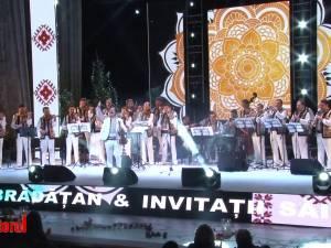 Alexandru Brădăţan şi invitaţii săi au construit o poveste plină de emoţie şi bucurie, din dragoste pentru tradiţii şi muzica populară