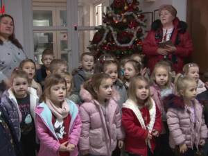 Greierașii de la Grădinița Gulliver au colindat redacția Monitorul de Suceava