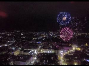 Focul de artificii din centrul Sucevei, la Revelion 2020, vazut de la înălțime