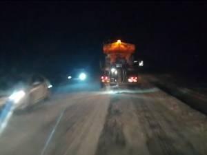 Pe drumurile din Suceava se circulă în condiții de iarnă