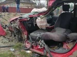 Bărbat mort, plus încă trei răniți, după ce un autoturism a fost lovit de un vehicul greu intrat în depășire