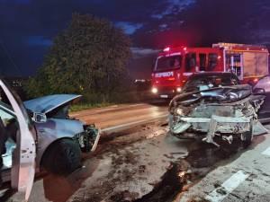 Două mașini s-au ciocnit violent la ieșirea din Suceava spre Plopeni