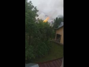Incendiu izbucnit la acoperișul unei case din Câmpulung Moldovenesc