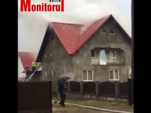 Incendiu la o casă lovită de trăsnet