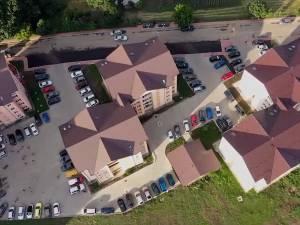 Primul cartier din Suceava cu locuri de parcare mai multe decât numărul de apartamente