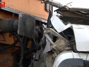 Mașină lovită în plin de trenul Suceava-Botoșani - doi morți