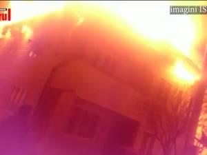 Casă mistuită de flăcări la Vatra Dornei
