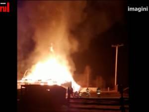Incendiu foarte puternic, pornit de la o mașină din garaj